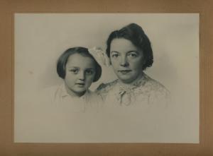1942 ca. Mom+Bomi 1