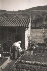 MRIN00003 1953 Jean-Pierre Meder and Ketty Schwartz in their garden