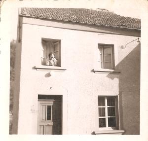 MRIN04646 1952-06-10 Maisy Kremer at home