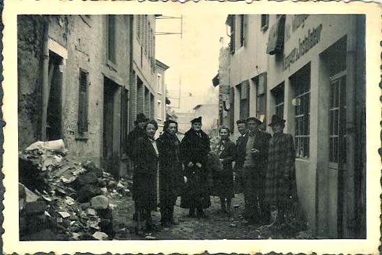 MRIN01117 1945 ca. Nic. Wildinger's atelier - side street